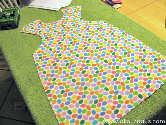 lay apron pieces flat and pin around edges...Full-Coverage Child's Apron Pattern & Tutorial ©AllOurDays.com
