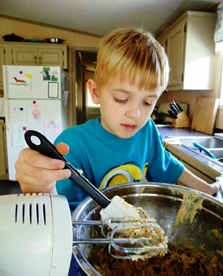 Do you want to teach your kids to know their way around a kitchen? Check out these tips from a mom of 5.